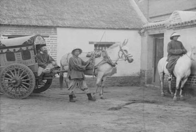 Pferdekutsche als Transportmittel in China, um 1900
